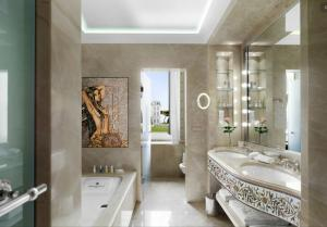 Fantasy Bathroom Mosaic Design