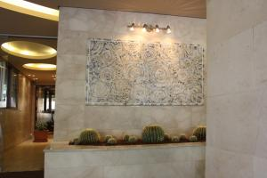 Beautiful Welcoming Modern Mosaic Decor