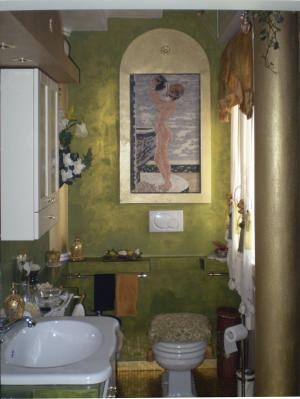 Beautiful Green Toilet & Mosaic Ambience