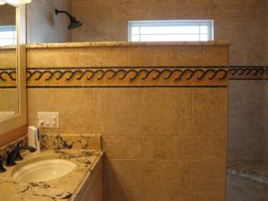 Bathroom Wall Partition Mosaic Border